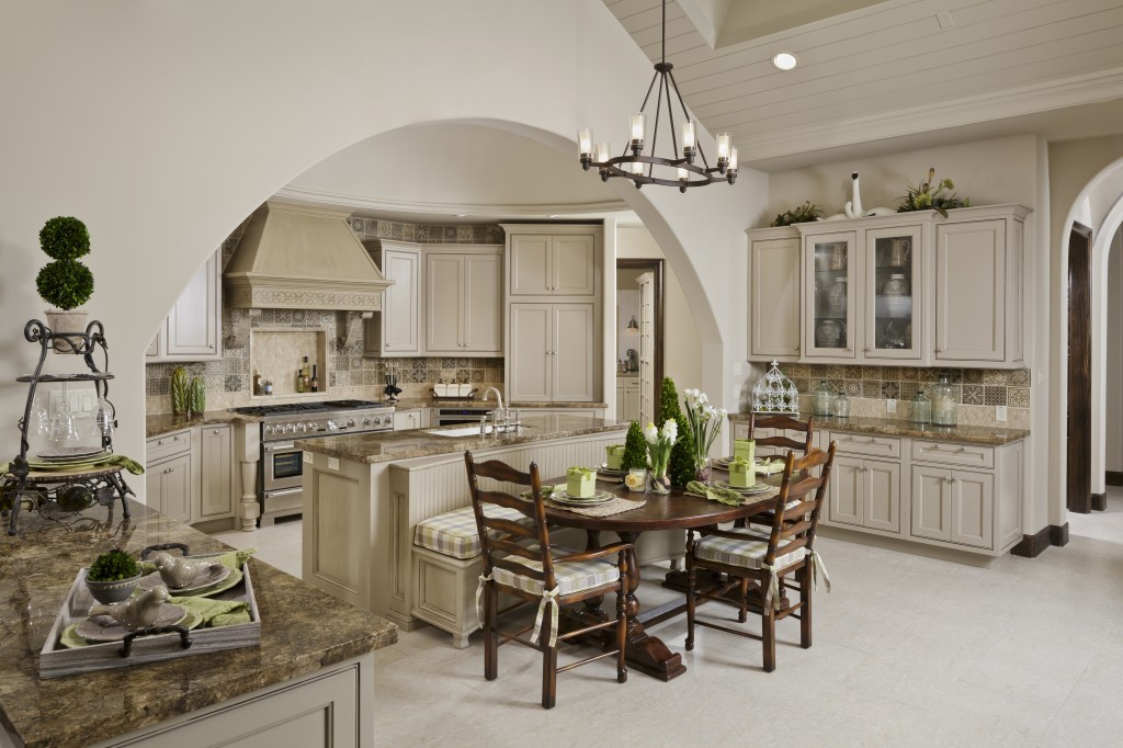 18602_N_Frio_River_kitchen_01