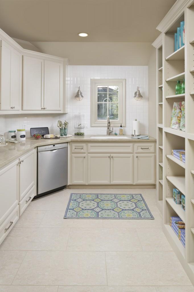 18602_N_Frio_River_service_kitchen copy